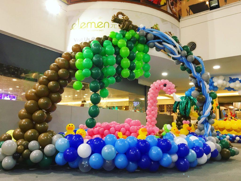 Balloon Swan Sculpture