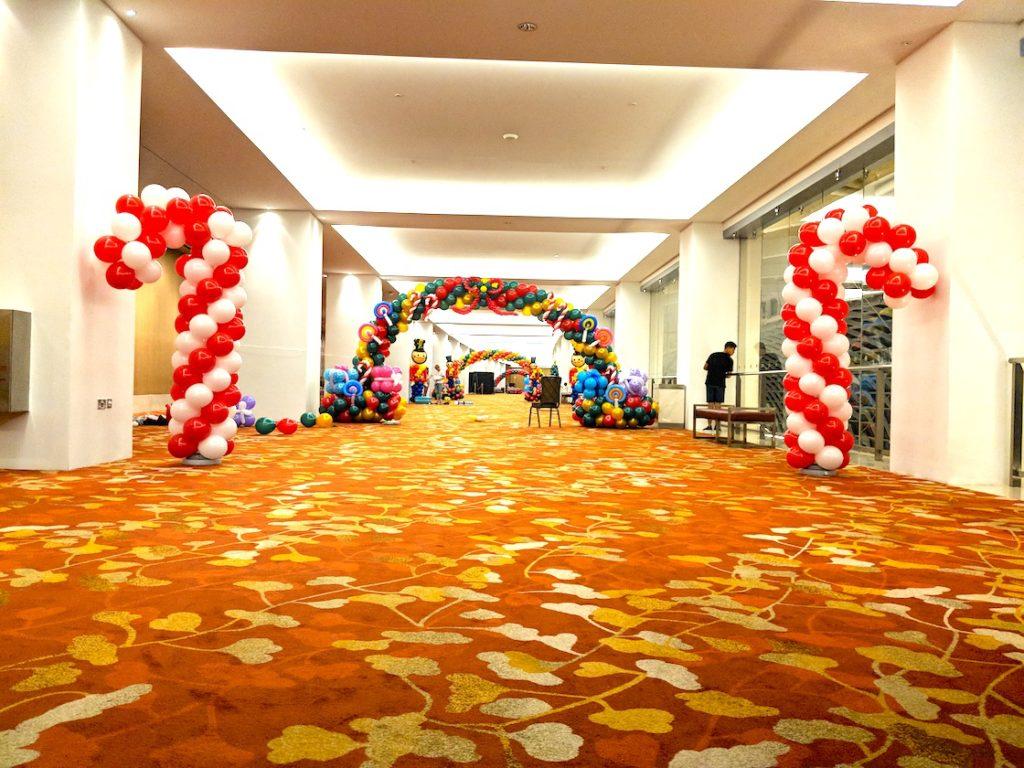 Singapore premium balloon services that balloons for Candy cane balloon sculpture