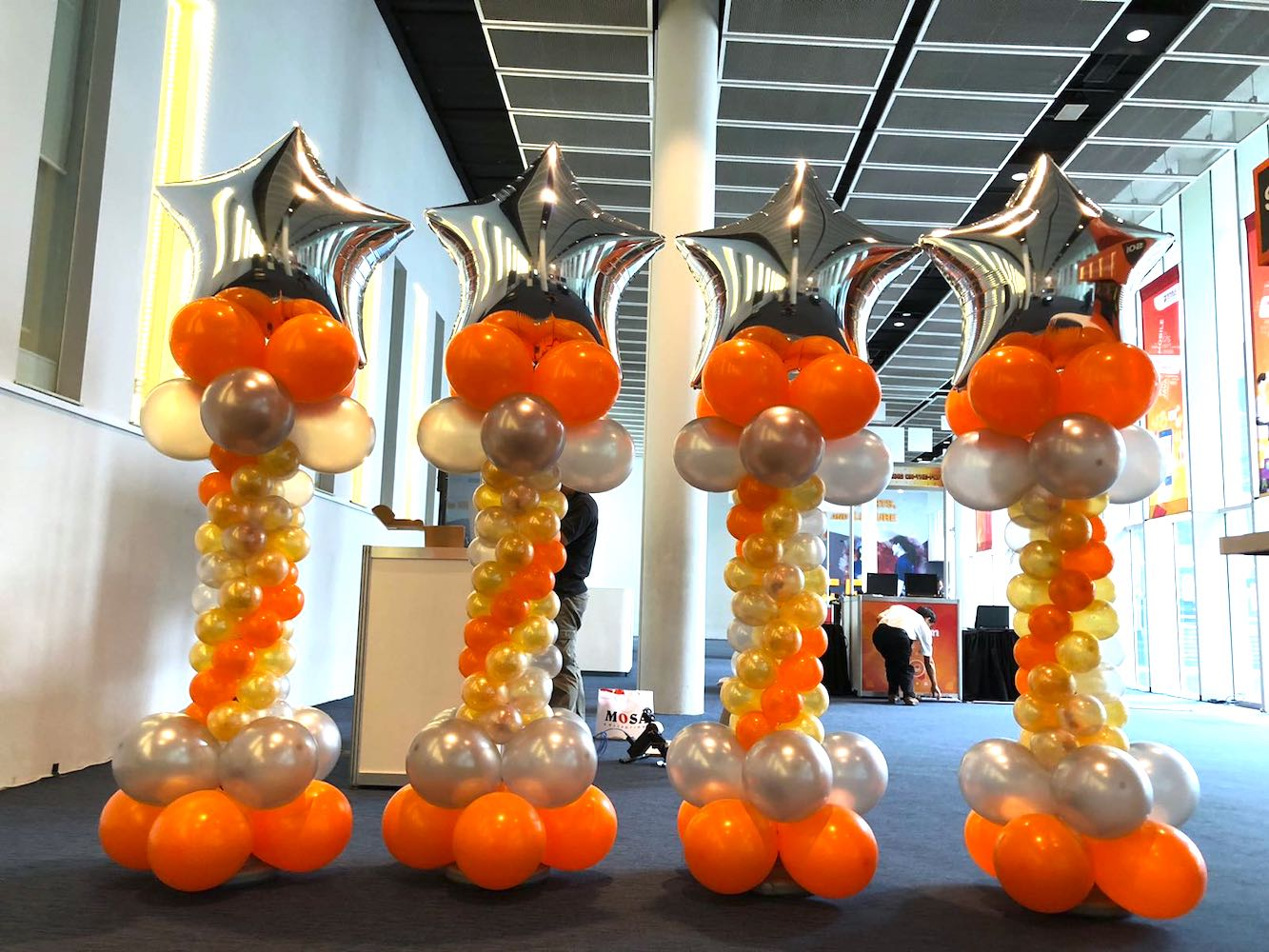 Silver and orange balloon star columns that balloons for 7 star balloon decoration