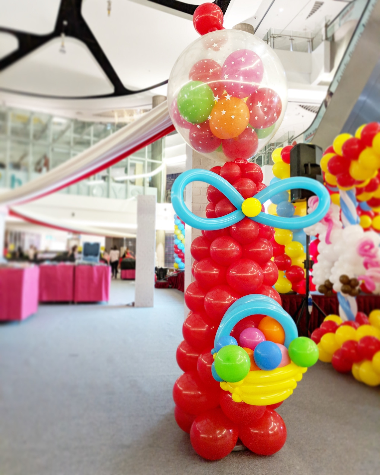 Giant balloon gumball machine decoration that balloons for Balloon decoration machine