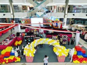 Shopping Mall Balloon Decoration