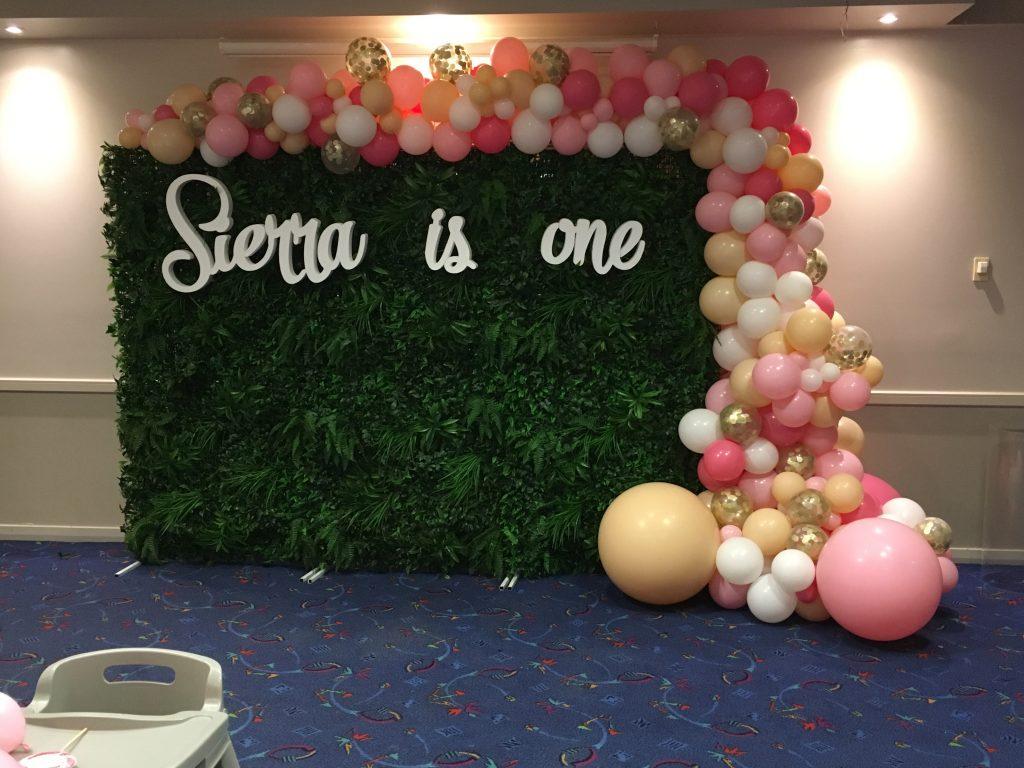Half balloon organic arch that balloons