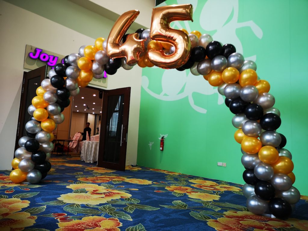 Black Gold and Silver Spiral Balloon Arch