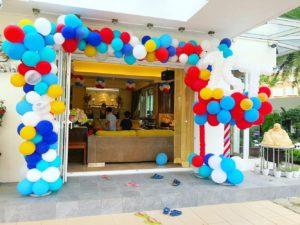Organic Rectangle Balloon Arch