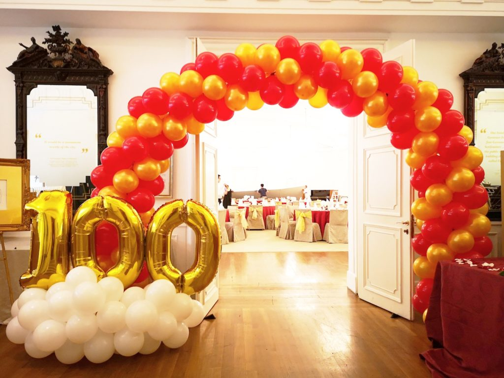 Balloon Arch with Balloon Foil Number
