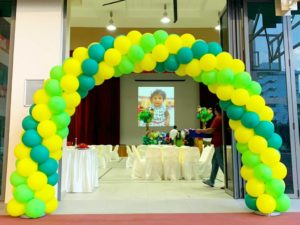 Green and Yellow Spiral Balloon Arch