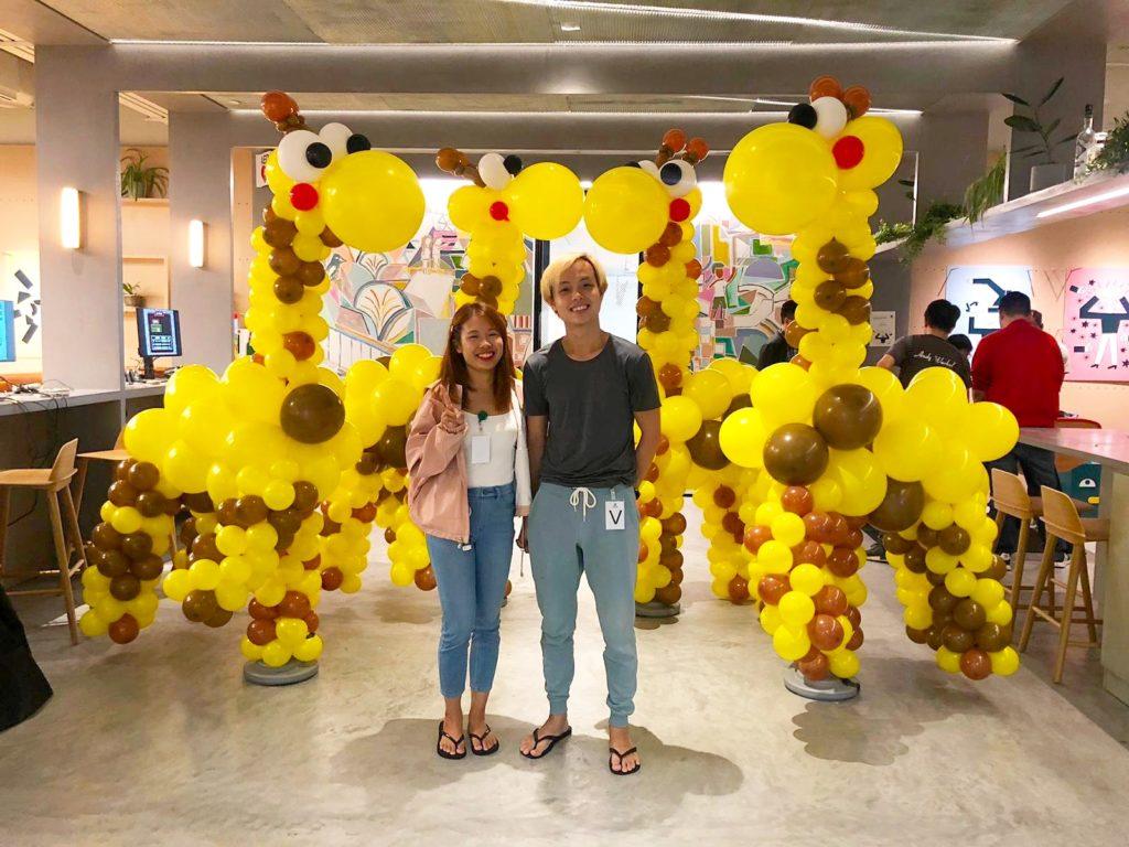 Giant Balloon Giraffe Sculptures
