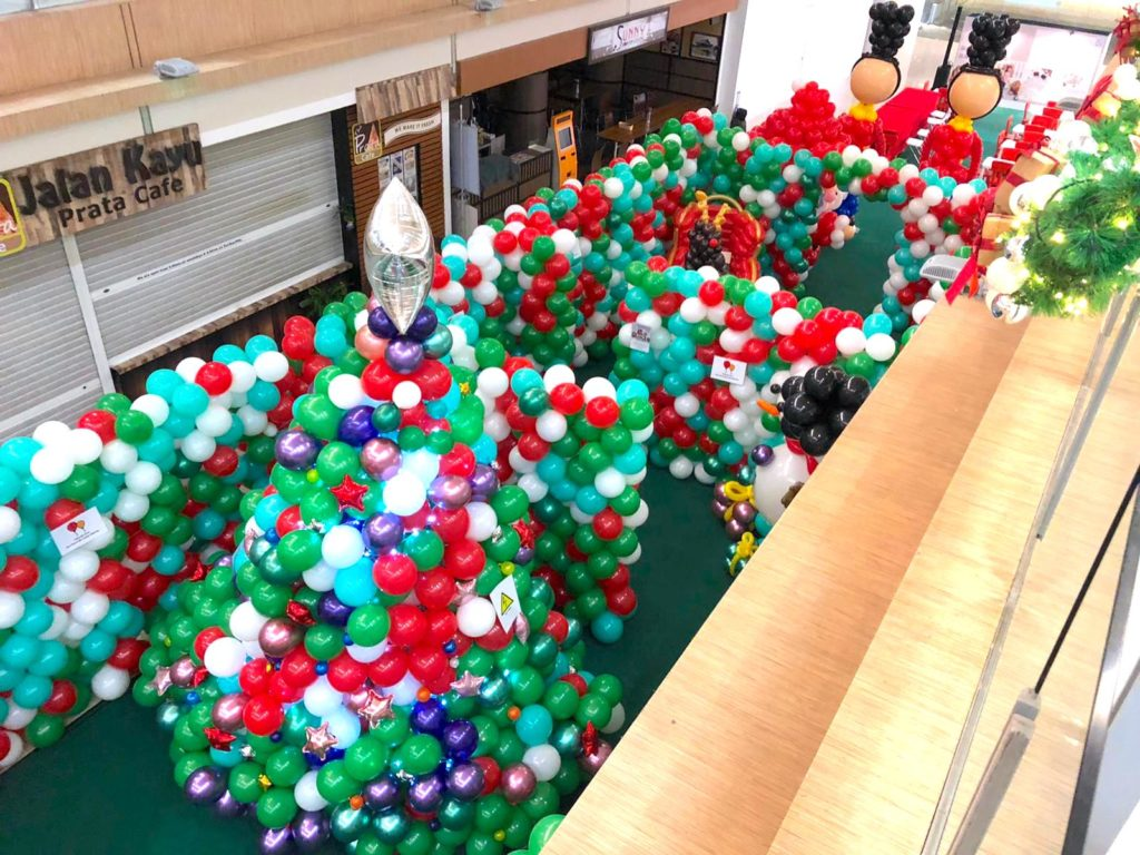 Christmas Balloon Decorations for West Coast Plaza