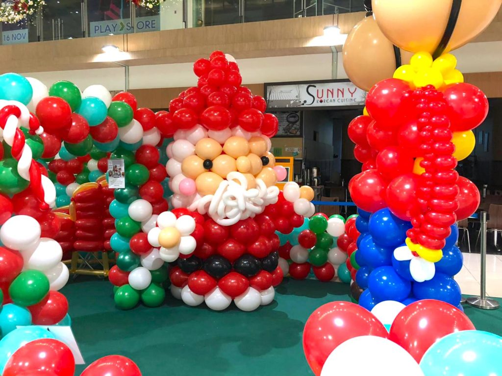 Giant Balloon Santa Claus Sculpture