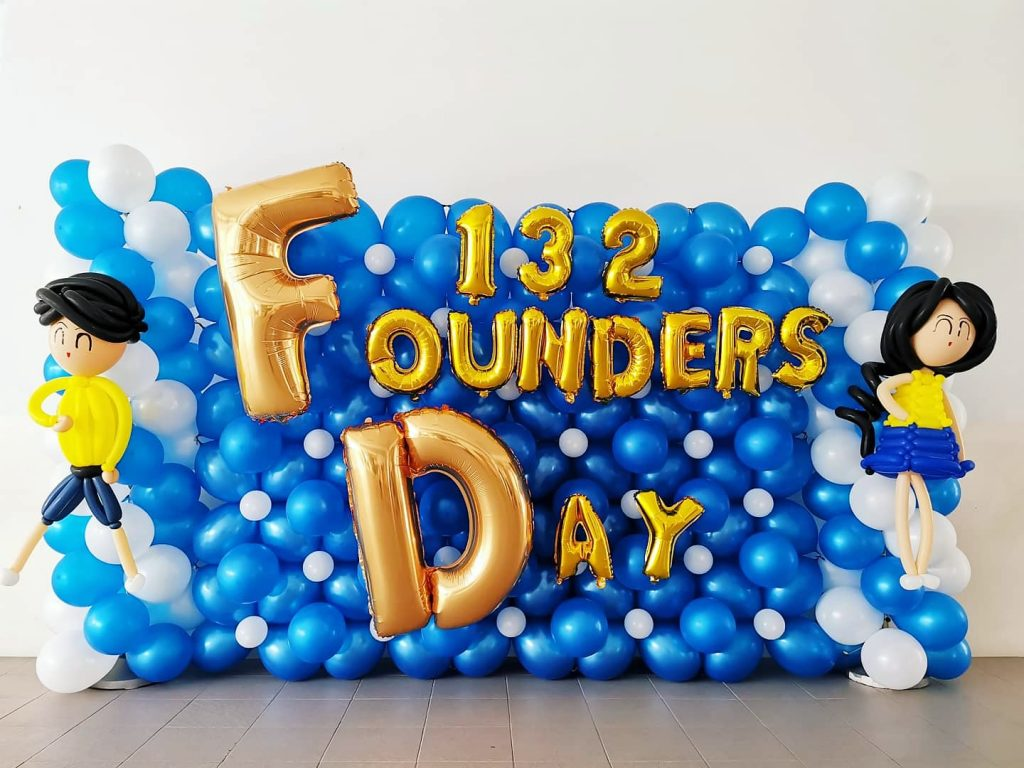 Backdrop Balloon Decorations for School