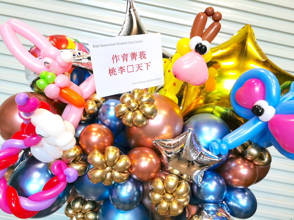 Customised congratulatory balloon stand