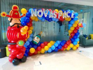 Balloon Photoframe Decoration with Cai Shen Ye balloon sculpture