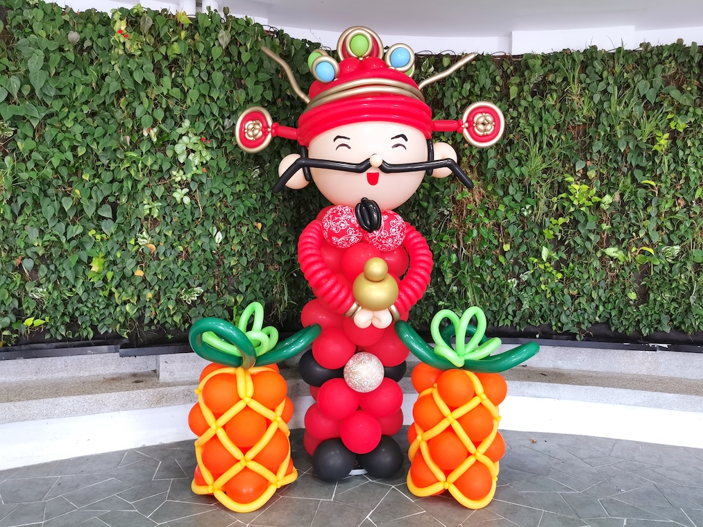 Cai Shen Ye and Pineapple Balloon Sculpture Decoration