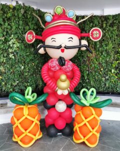 God of Fortune and Pineapple Balloon Sculpture Decoration