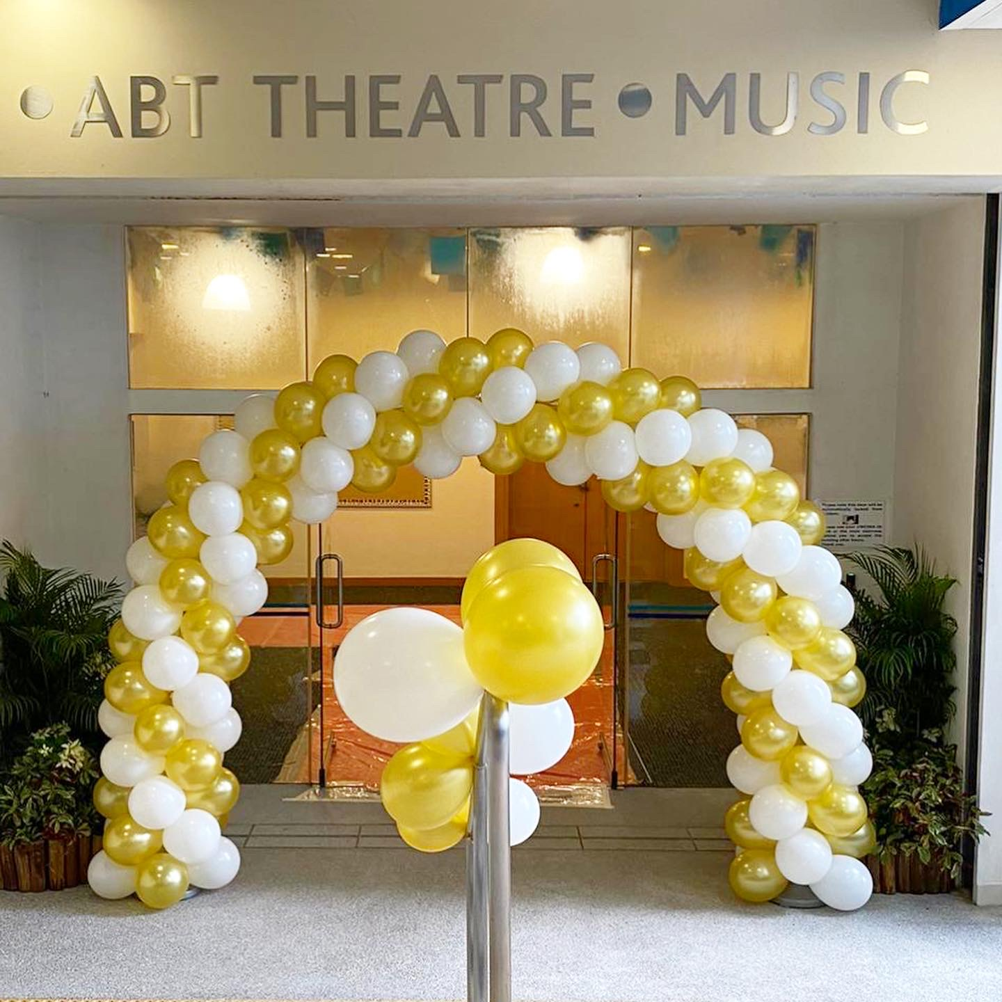 White and Gold Spiral Balloon Arch Decoration